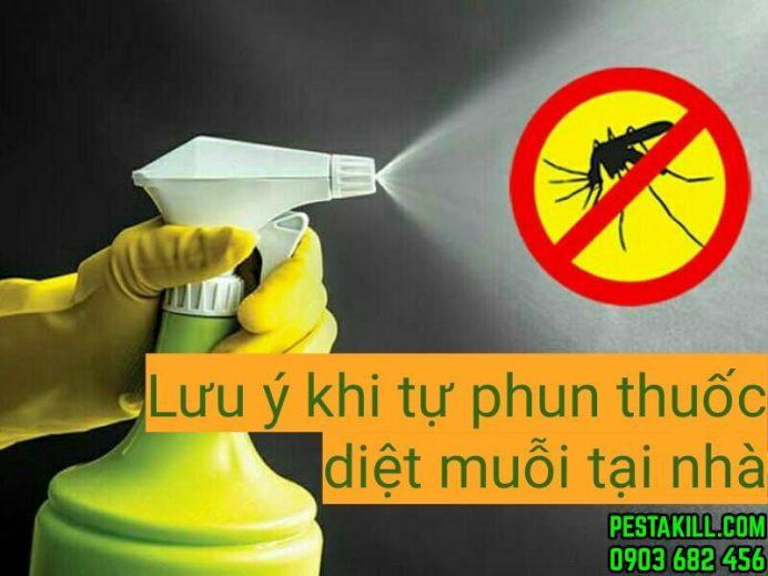 tự phun thuốc diệt muỗi tại nhà